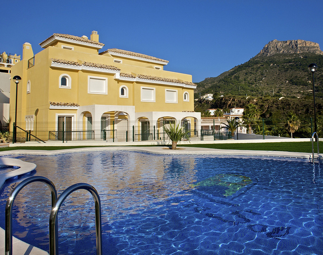 Alicante set to welcome more passengers from northern - Long island swim school garden city ...