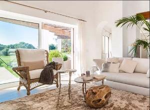 Luminous living room in Marina Golf