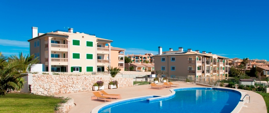 Communal area and swimming pool in Cala Magrana III complex, Porto Cristo