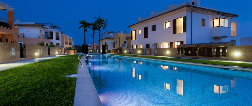 Communal swimming pool with illumination  in townhouses for sale in Andratx