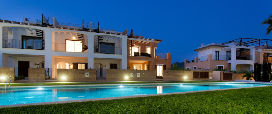 Facade of townhouses for sale in Los Altos del golf, Mallorca