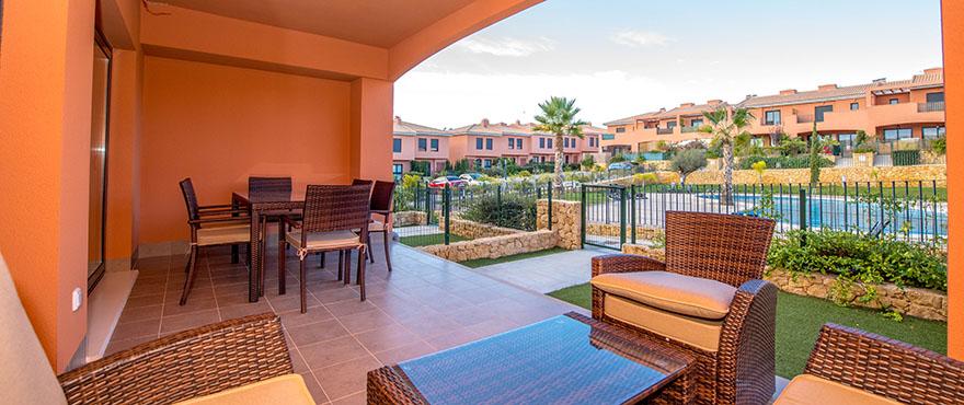 Vista exterior con jardín en venta en Elche, Alicante