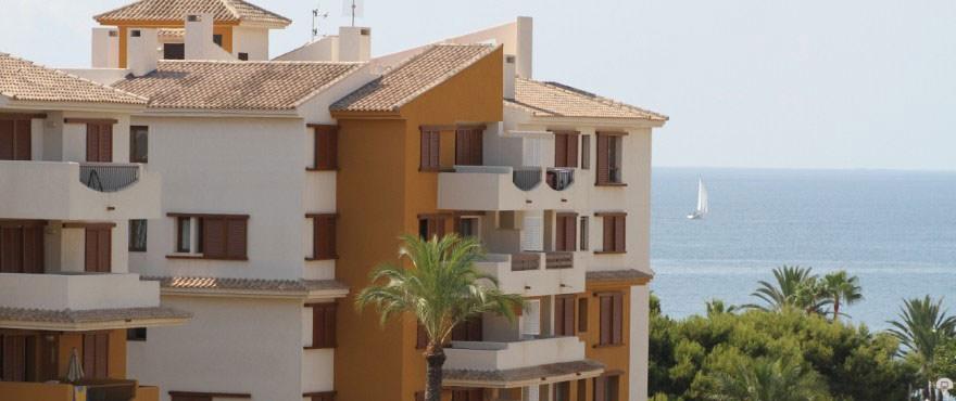 Dessa nya lägenheter La Recoleta III ligger i ett fantastiskt läge i Punta Prima, Torrevieja.