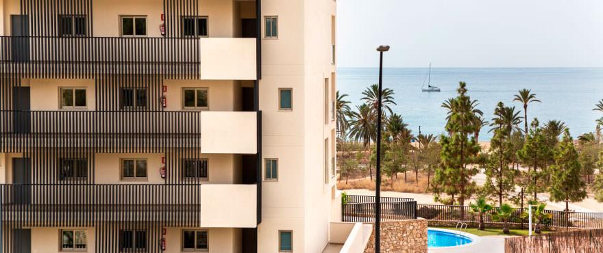 La Vila Paradis - flygfoto. Lägenheter med havsutsikt i Villajoyosa Beach