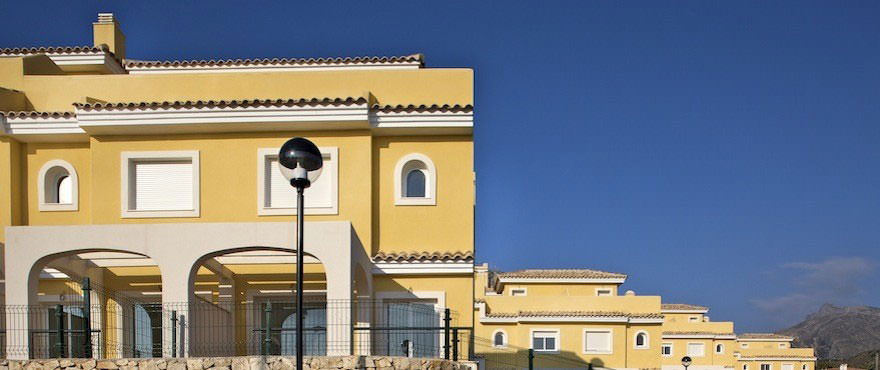 Townhouses for sale, townhouses in Calpe, Costa Blanca, 3 bedrooms, private garden, communal swimming pool and gardens