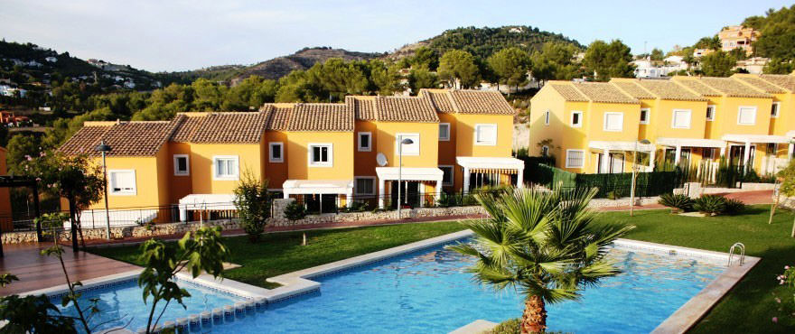 Swimming pool, Townhouses for sale, townhouses in Calpe, Costa Blanca, 3 bedrooms, private garden, communal swimming pool and gardens