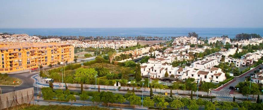 Locals and garages for sale in Los Arqueros Beach