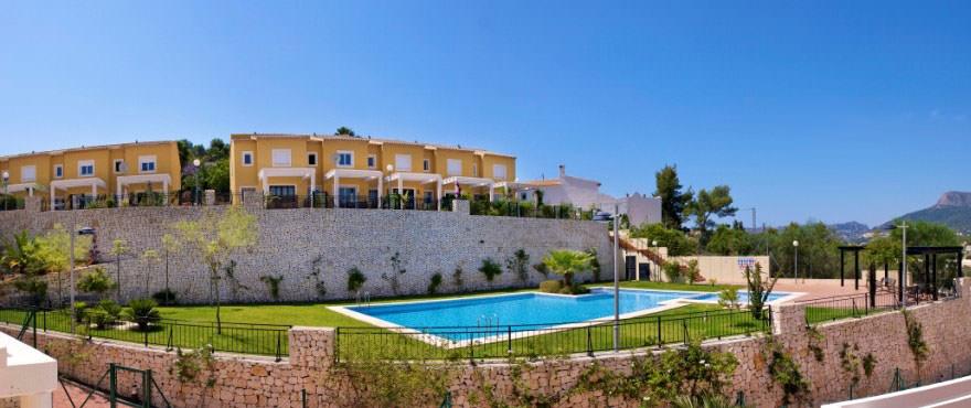 Дома на продажу, дома в Кальпе, Коста Бланка, 3 спальни, частный сад, коммуальный бассейн и сад