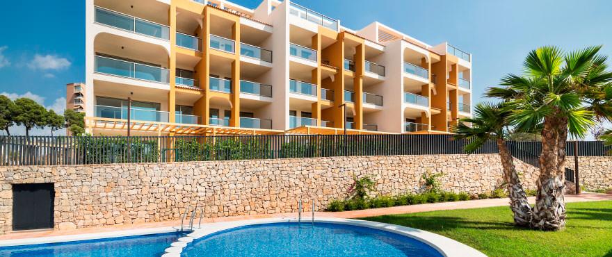 Fasad La Vila Paradis - lägenheter till salu Villajoyosa. Pool och gemensam trädgård