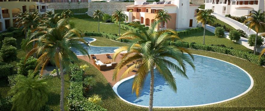 Gemensam pool och trädgård i Camp de Mar bostadskomplex Mallorca