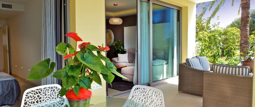Groot terras van appartement in Villajoyosa. Adembenemende locatie en uitzicht op zee