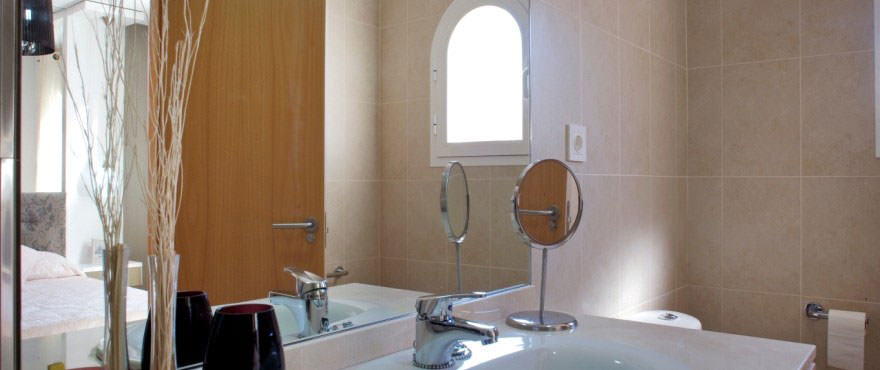 Bathroom, Townhouses for sale, townhouses in Calpe, Costa Blanca, 3 bedrooms, private garden, communal swimming pool and gardens
