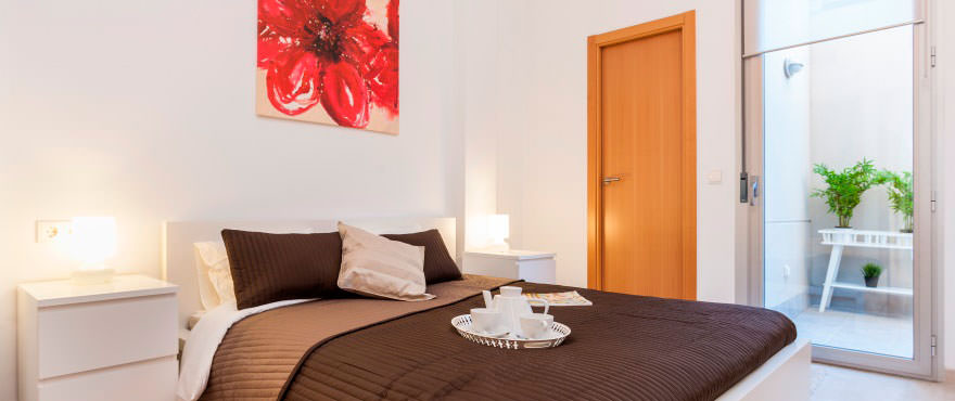 Luminous bedroom in flat for sale in the heart of Mallorca