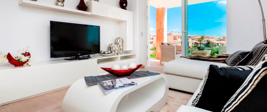 Bright living room with access to garden in ground floor apartment for sale in Porto Cristo