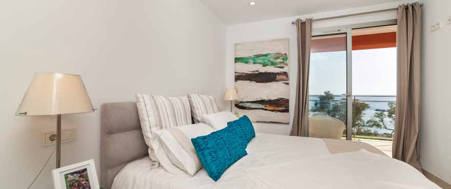 Light bedroom with beautiful views, Costa Beach, Mallorca