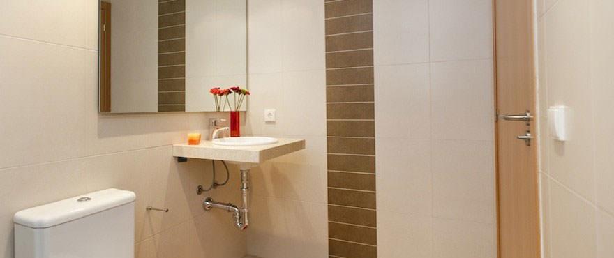Bathroom with bath in flat for sale in Edifici Alber, Mallorca