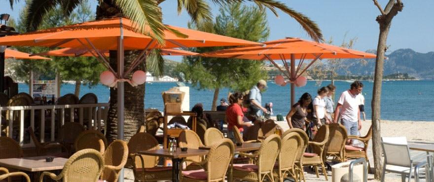 Restauracion en playas de Puerto Pollensa en Mallorca