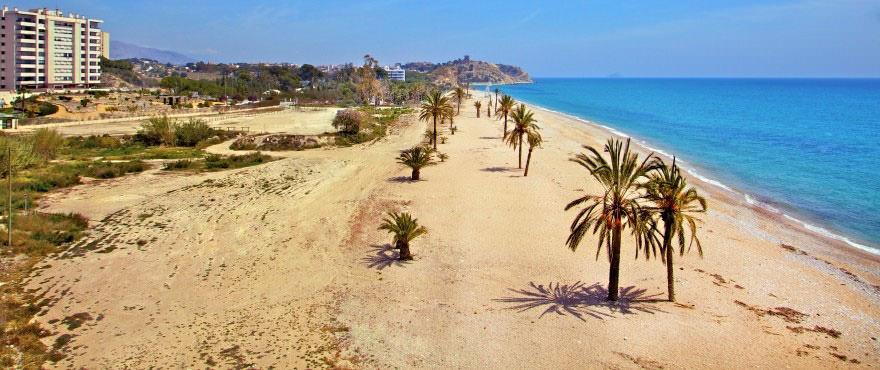 Villajoyosa strand nær fjæra, boliger til salgs