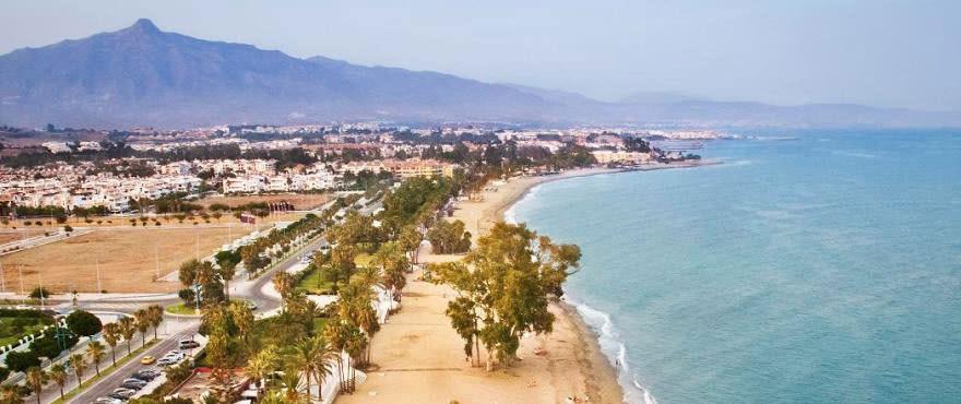 Panoramic view of seafront walk towards Puerto Banús