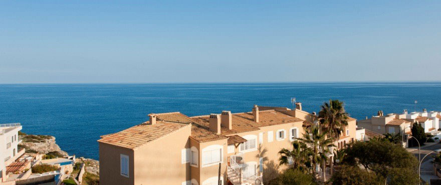 Sea views at Cala Magrana III with apartments for sale on the beach