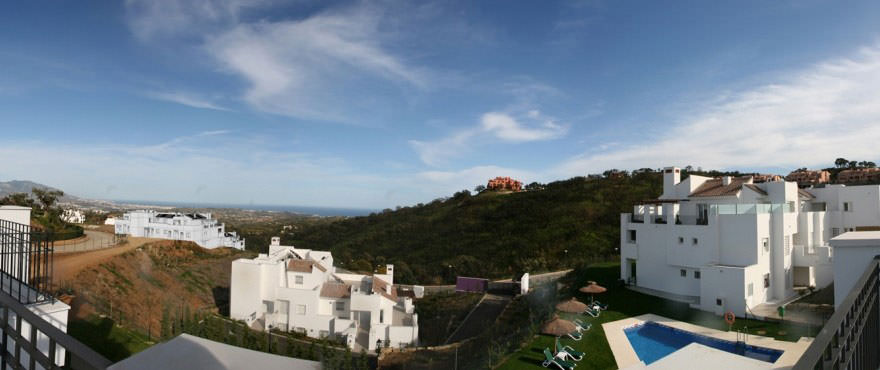 Enjoy the sea views from La Floresta de la Mairena. 40 Km distance from Malaga airport