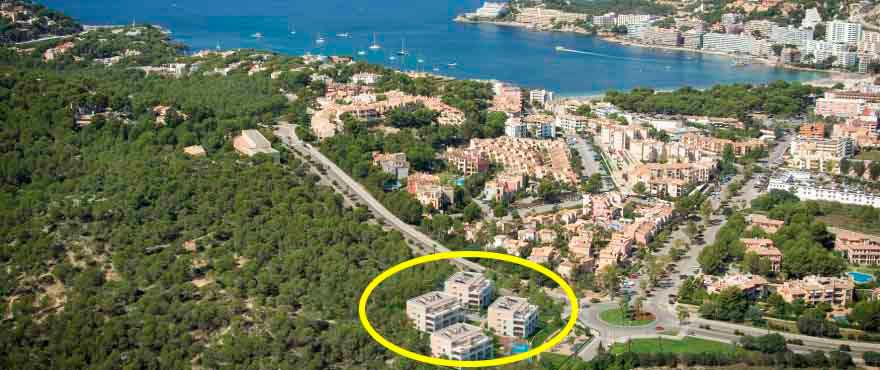 Uitzicht vanaf en ligging van de woningen in Santa Ponsa, Mallorca, Spanje