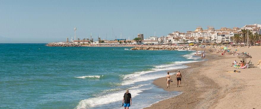 Beach towards Puerto Banús next to Los Arqueros Beach complex