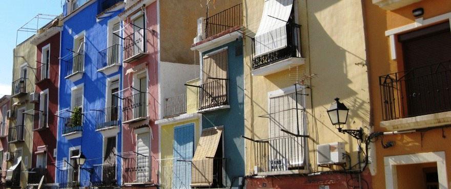 Casas típicas en Villajoyosa - Vila Joyosa, frente río Amadorio