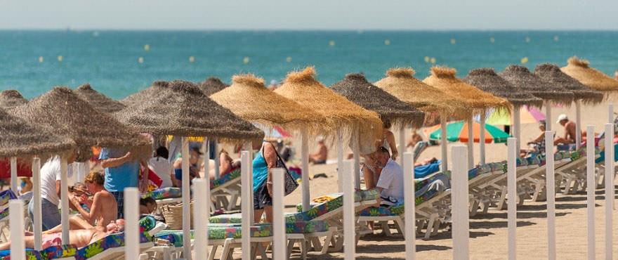Playa de Marbella a unos minutos de locales y garajes en venta con vistas al mar