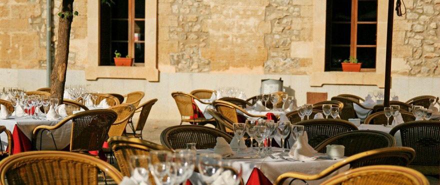 Parking en venta, pisos en Mallorca, Puerto Pollensa, 2 dormitorios, cerca de la playa, zona exterior y piscina comunitaria