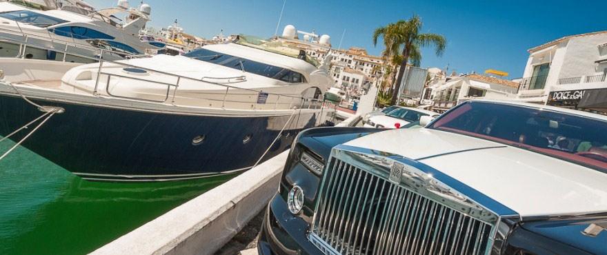 Lujoso ambiente en el Puerto Banús cerca de locales comerciales y garajes en venta en Marbella