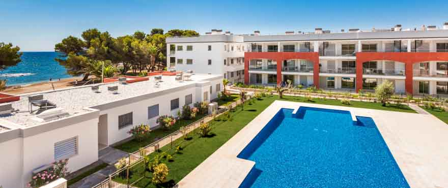 Residential development located in Port Vell, Costa de los Pinos (Mallorca), right on the beachfront. 2 bed apartments and 3 bed townhouses.