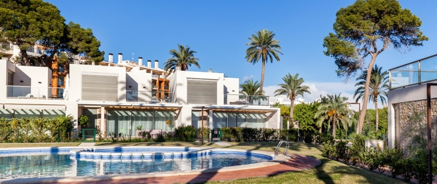 Gevel van La Vila Paradis - appartementen te koop in Villajoyosa. Zwembad en gemeenschappelijke tuin