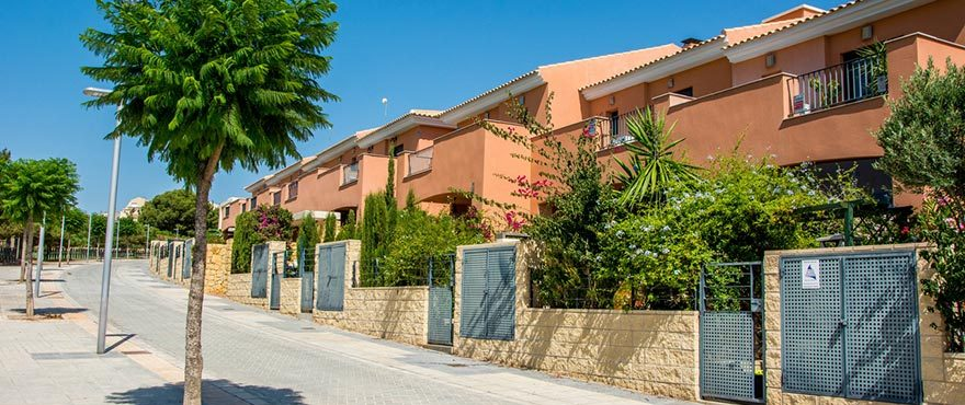 Townhouses in Elche, Alicante: Exterior