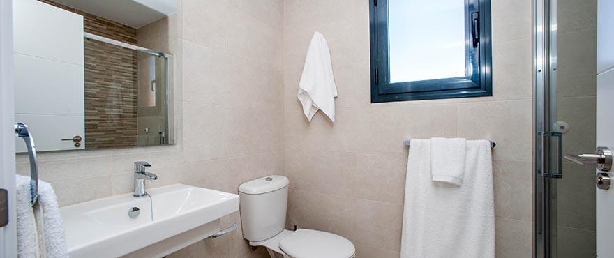 Badkamer met ligbad van vakantiehuis in Elche