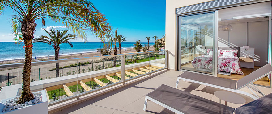 Terrace with spectacular views over the sea and beach, direct access from the bedroom, Costa Blanca
