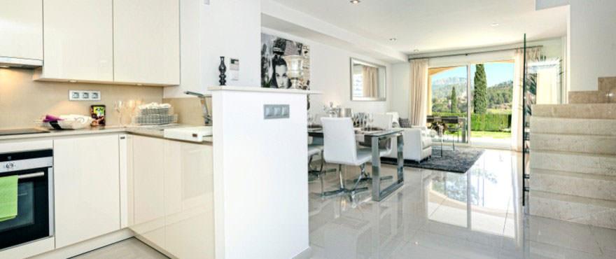 Salon y cocina, Camp de Mar Beach, Puerto Andratx, Mallorca, Espana