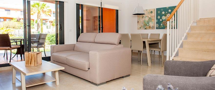 Rymligt och ljust vardagsrum i radhus till salu i Elche, Alicante