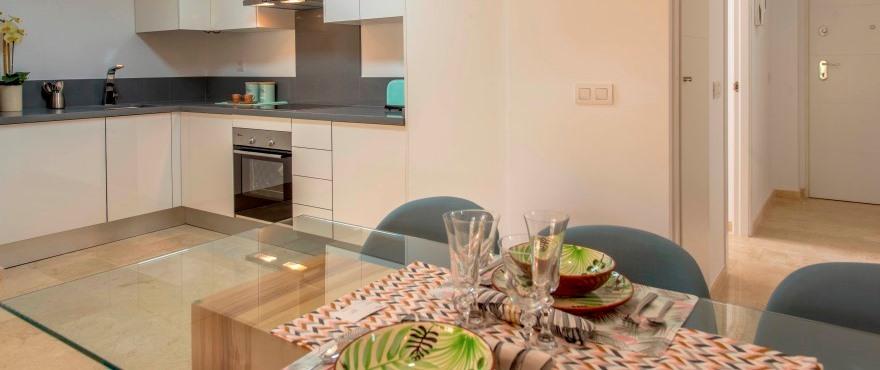Moderne keuken van appartement in complex La Recoleta, Punta Prima, Torrevieja