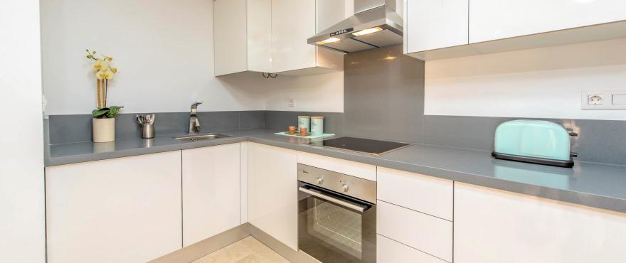 La Recoleta III Apartments, Punta Prima: Modern kitchen in apartments