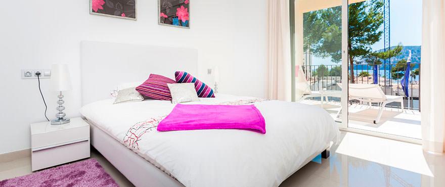 Slaapkamer met toegang tot het terras