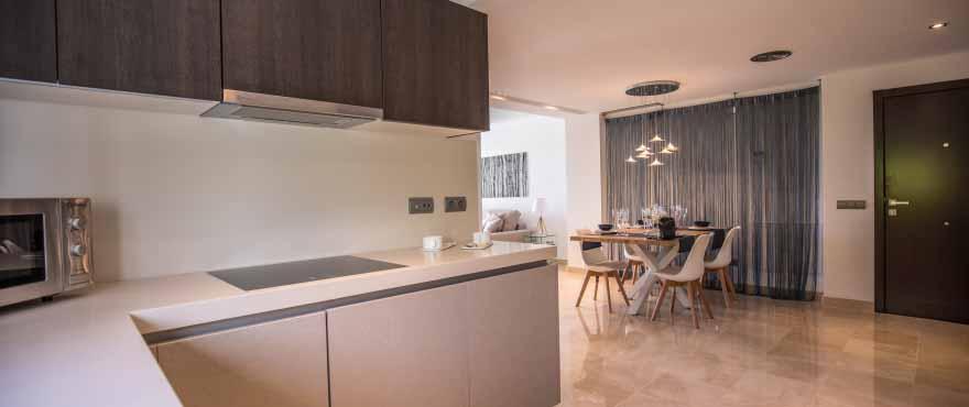 La Floresta Sur Apartments im Verkauf: Italienische Küche mit hochwertiger Ausstattung und Silestone-Arbeitsflächen