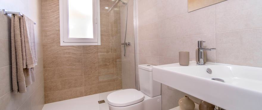 Bathroom with quality finishes, La Recoleta, Torrevieja