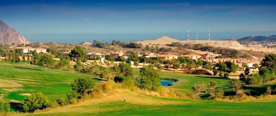 Vous trouverez au pavillon du Club de golf, à proximité, gymnase, bar et restaurant ainsi qu'un court de paddle-tennis.