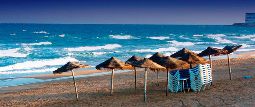 Vista della spiaggia a Torrevieja, Alicante, Costa Blanca