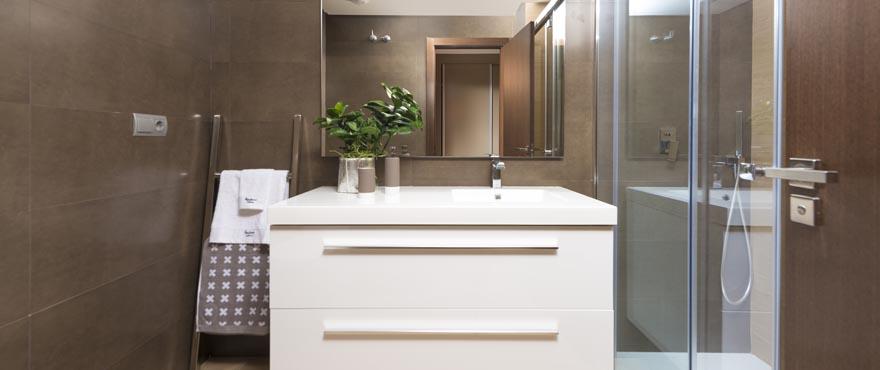Baño con acabados de calidad, Miraval, MIjas