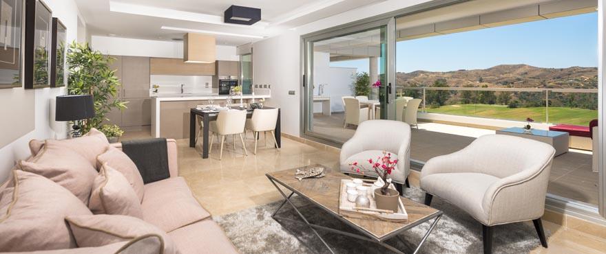 Salle de séjour lumineuse dans des appartements à vendre à Miraval, Costa del Sol