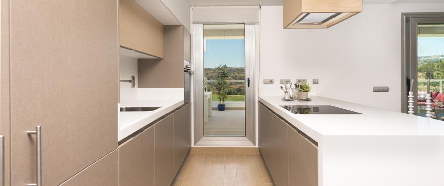 Kök med fin design i lägenheter till salu i Miraval, Mijas