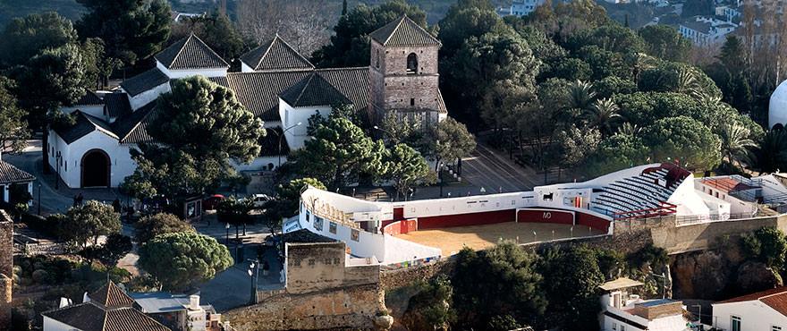 Plaza de Toros och kyrkan Parroquial