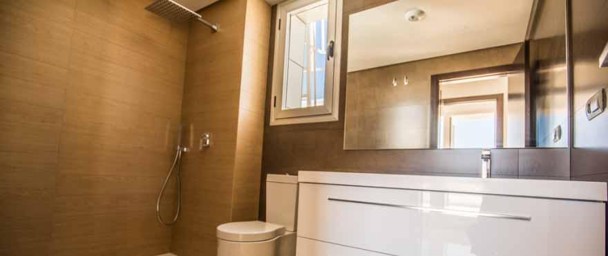 Modernt och lyxigt badrum. Lägenheter till salu, 2 & 3 sovrum